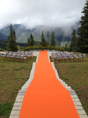 This bride embraced fall with a fun pop of color.
